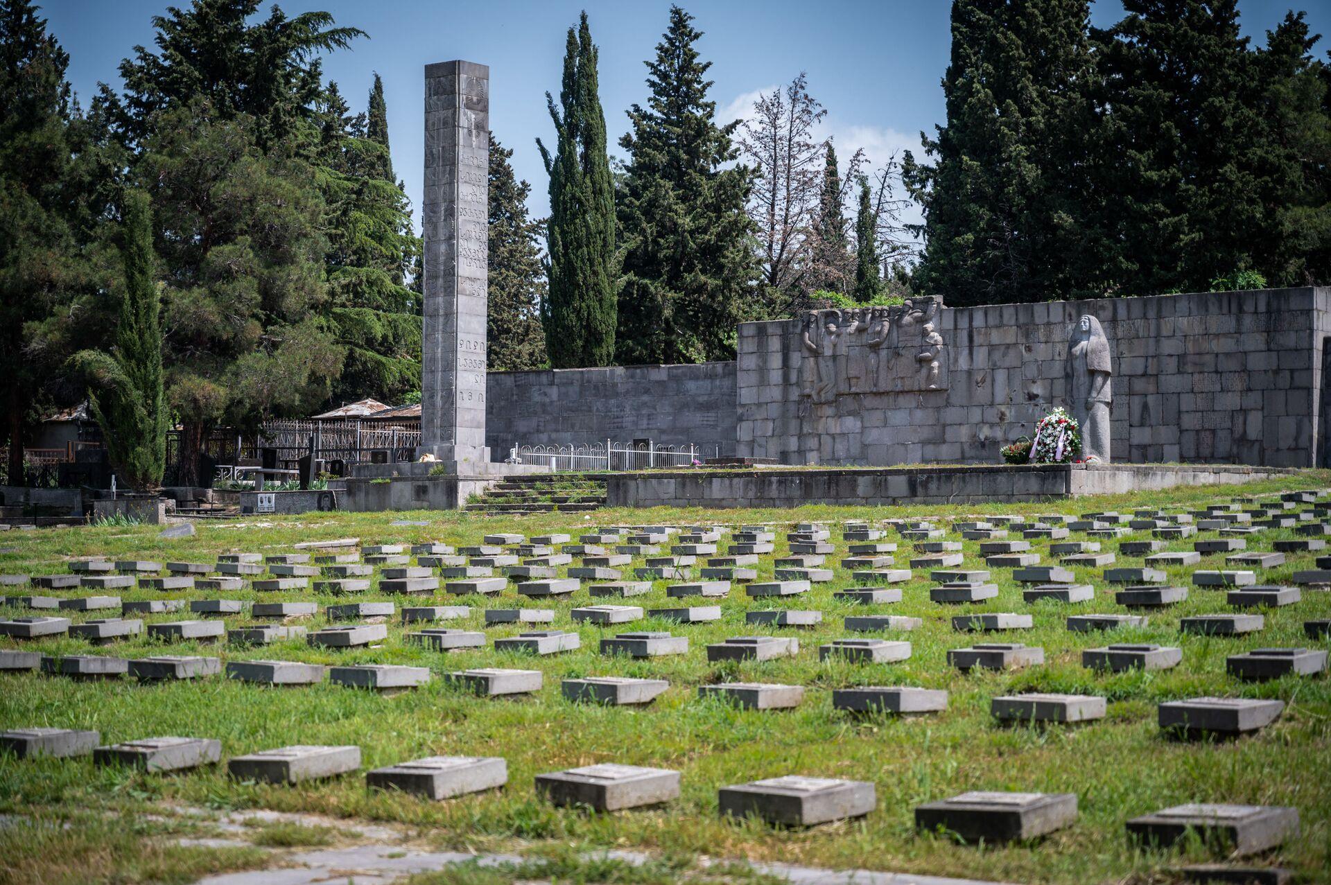 Глава секции интересов России возложил цветы на могилы погибших солдат - Sputnik Грузия, 1920, 09.05.2021