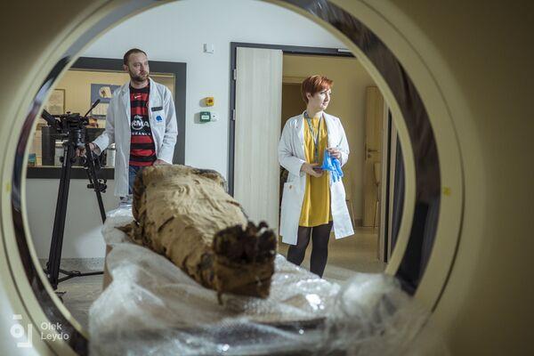 Сканирование мумии проводилось при помощи новейшего томографа, который позволяет за счет различных фильтров рассмотреть изнутри все детали   - Sputnik Грузия