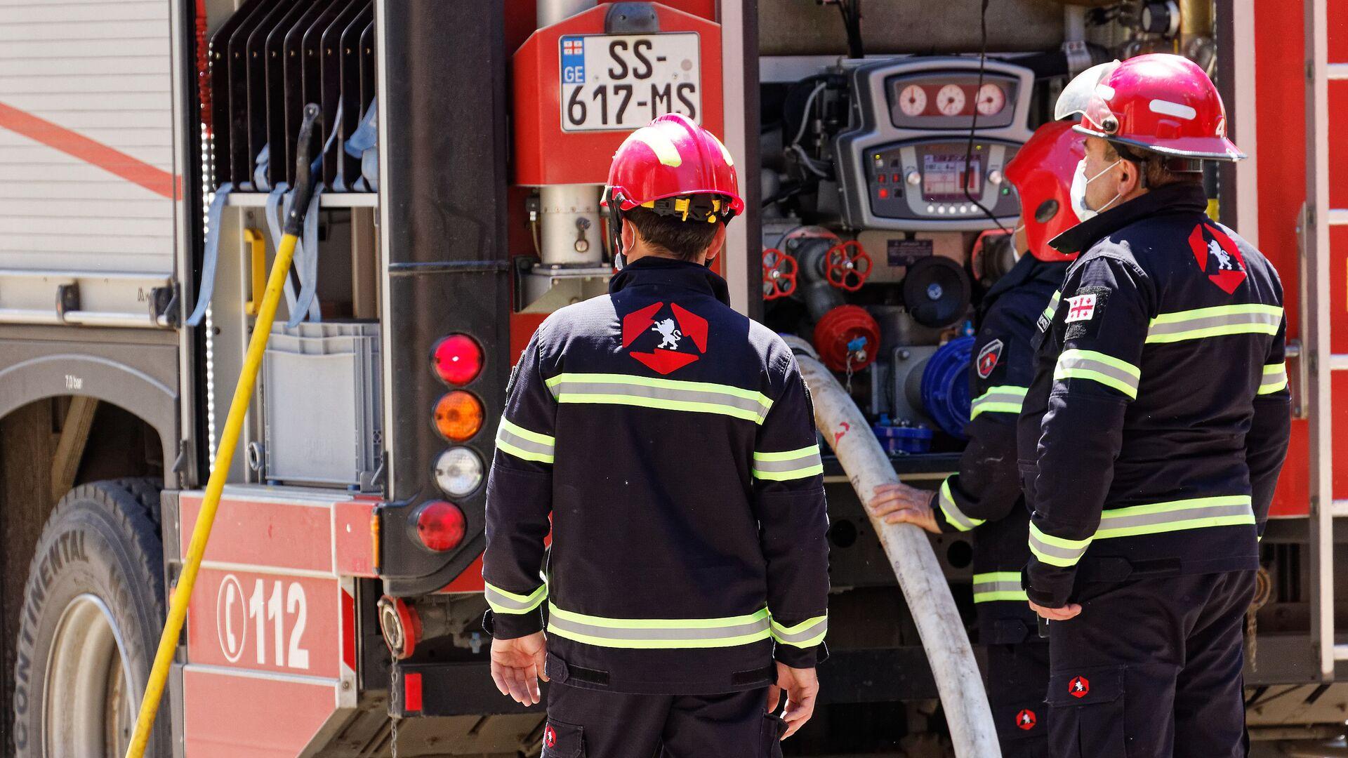 Пожарные спасатели на месте ЧП - Sputnik Грузия, 1920, 29.09.2021