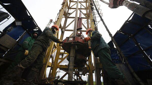 Добыча нефти в России, архивное фото - Sputnik Грузия