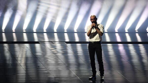 Певец Торнике Кипиани (Грузия) выступает на репетиции второго полуфинала конкурса песни Евровидение-2021 в Роттердаме. - Sputnik Грузия