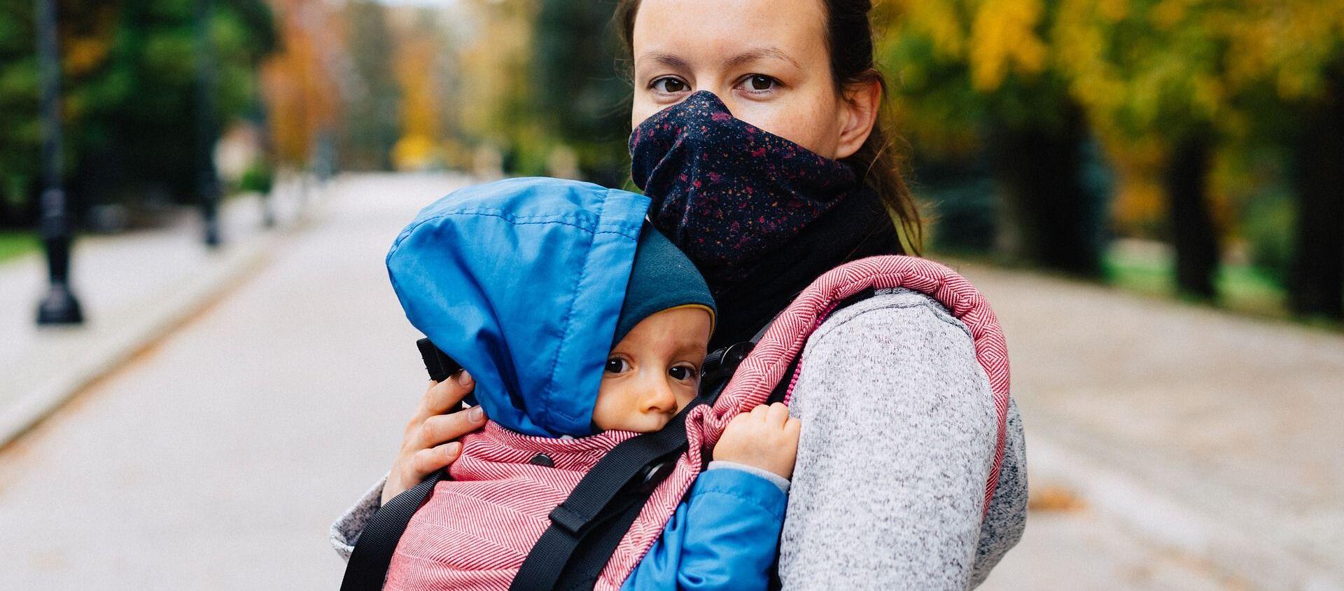 Пандемия коронавируса - мама и ребенок, мама в маске - Sputnik Грузия, 1920, 09.07.2021