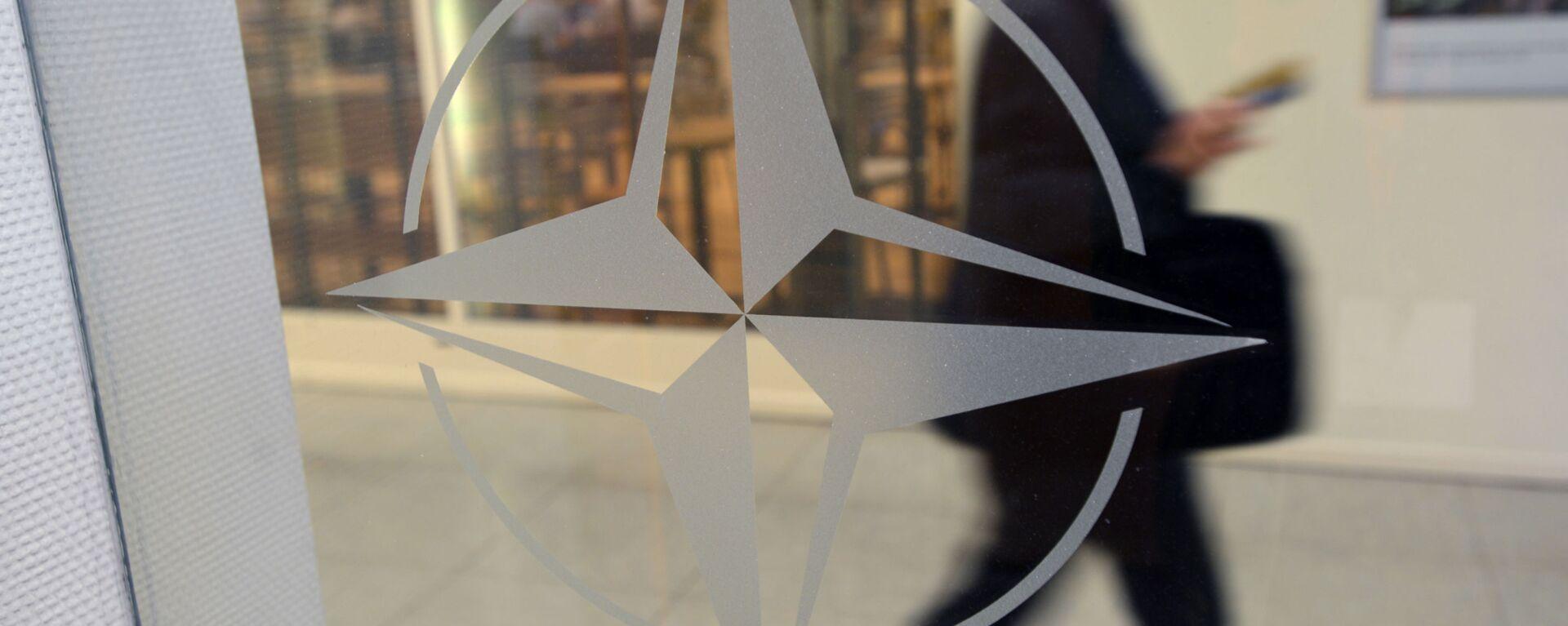 ნატოს ემბლემა ორგანიზაციის შტაბბინაში ბრიუსელში  - Sputnik საქართველო, 1920, 14.06.2021