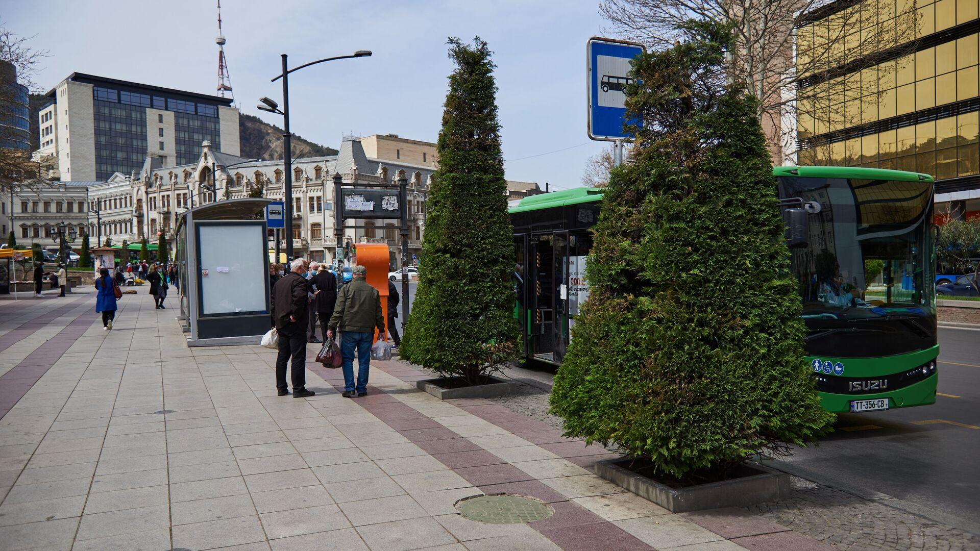 Вид на город Тбилиси - автобусная остановка на ул Бараташвили - Sputnik Грузия, 1920, 07.06.2021
