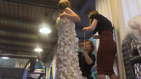 Самое дорогое платье из живых орхидей, оно стоит больше 80 тысяч долларов - Sputnik Грузия