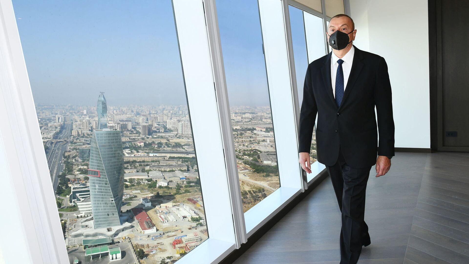 Ильхам Алиев осматривает новое здание министерства экономики Азербайджана - Sputnik Грузия, 1920, 24.09.2021
