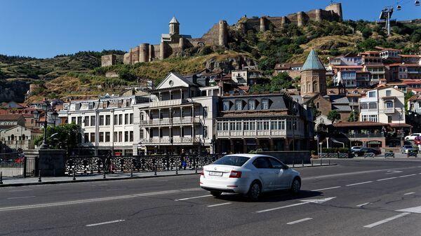 Вид на город Тбилиси -  Нарикала, Метехский мост, церковь Св Николая и храм Сурб Геворг - Sputnik Грузия