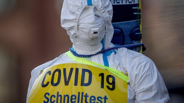 Пандемия коронавируса - манекен с надписью COVID-19 в маске - Sputnik Грузия
