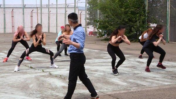 Женщин-заключенных обучают профессии фитнес-инструктора - Sputnik Грузия