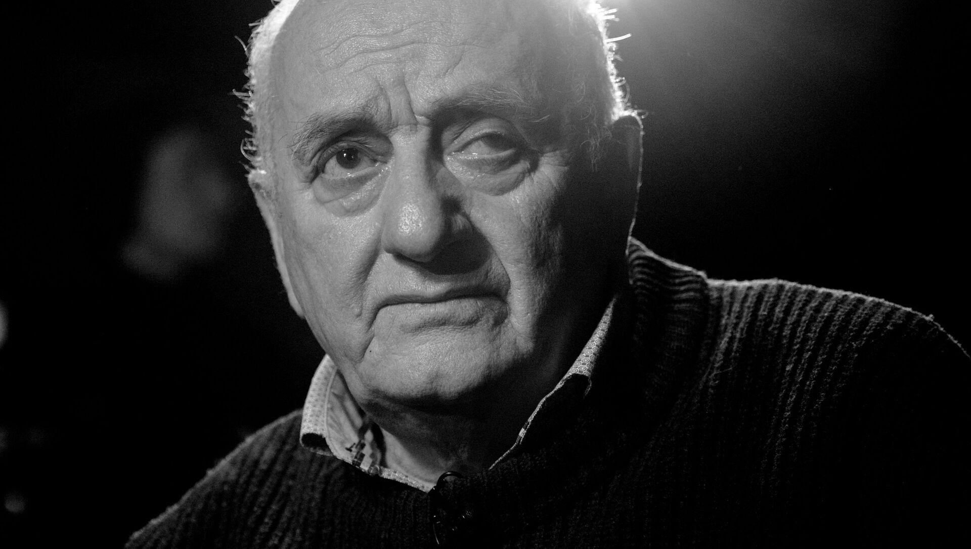 Резо Леванович Габриадзе  (1936 - 2021гг.), художник, режиссер театра и кино, писатель и автор сценариев - Sputnik Грузия, 1920, 07.06.2021