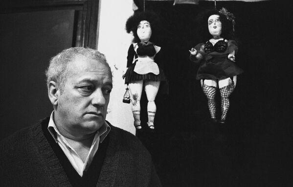 Волшебник, маг, философ и предсказатель - как только не называют в Грузии и за ее пределами грузинского сценариста, режиссера, драматурга, художника, скульптора и основателя Тбилисского театра марионеток Резо Левановича Габриадзе - Sputnik Грузия