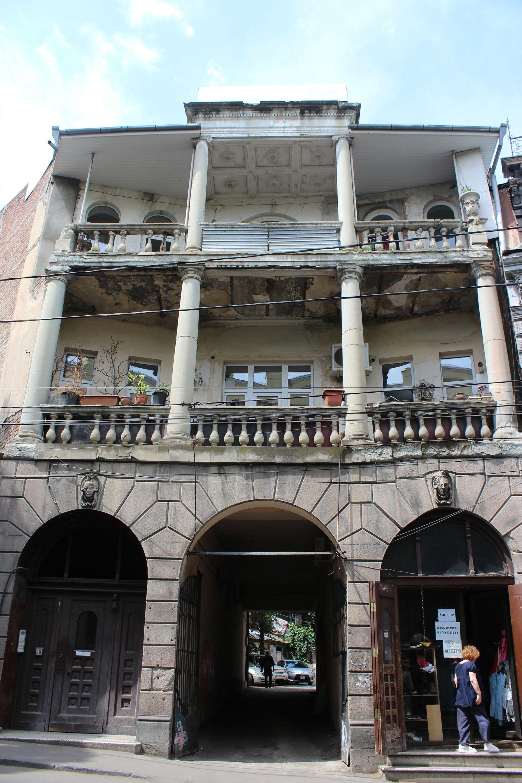 Загадки Тбилиси: город, где в необычных домах живут необычные люди - Sputnik Грузия, 1920, 11.06.2021