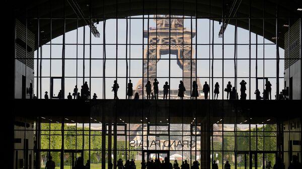 Презентация Большого дворца Ephemere с видом на Эйфелеву башню в Париже - Sputnik Грузия