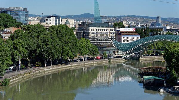 Вид на город Тбилиси - набережная и мост Мира - Sputnik Грузия