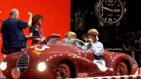 Путешествие во времени: ретро автомобили прибыли на гонку Mille Miglia - видео - Sputnik Грузия