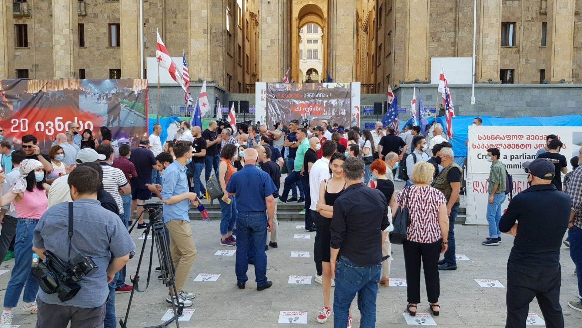 Акция протеста в столице Грузии у парламента страны 20 июня 2021 года - Sputnik Грузия, 1920, 20.06.2021