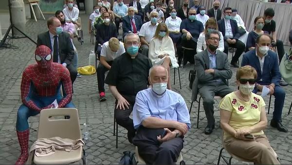 На слушание Папы Римского в Ватикане пришел человек-паук – видео - Sputnik Грузия