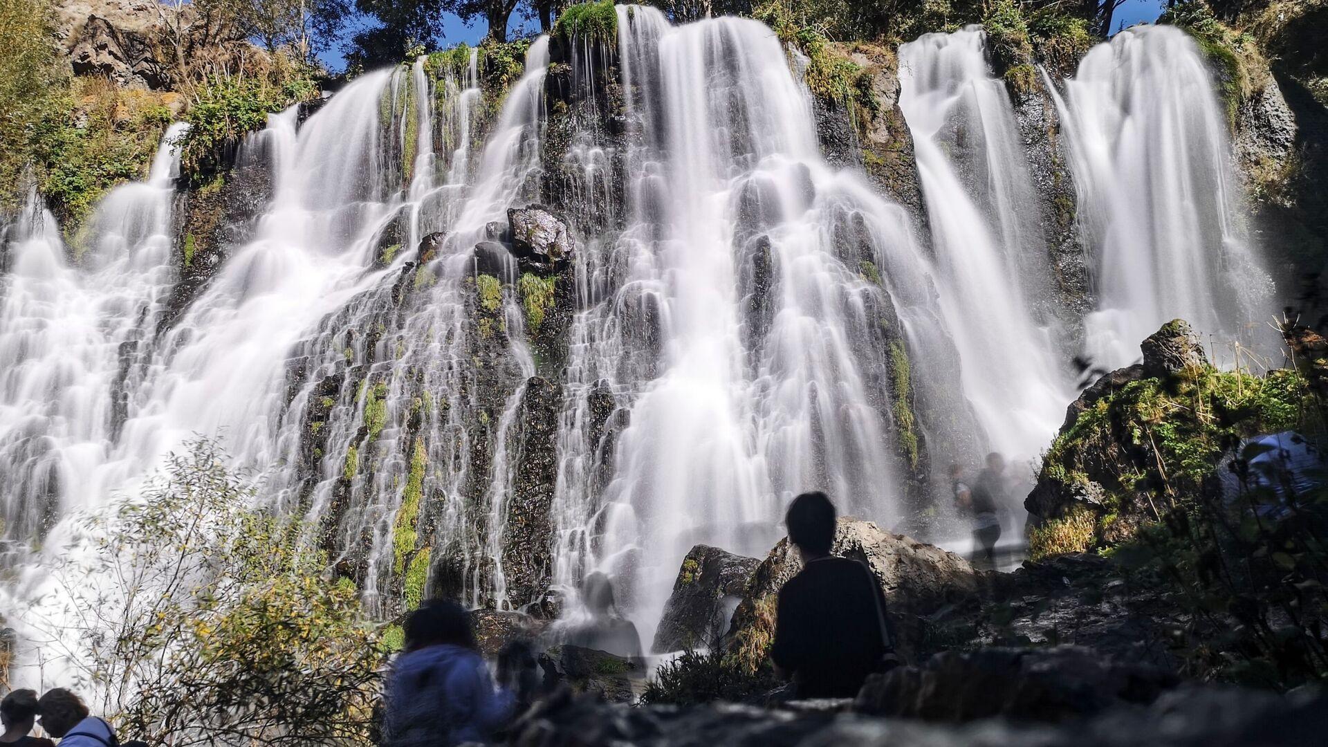 Туристы у Шакинского водопада в Армении - Sputnik Грузия, 1920, 14.10.2021