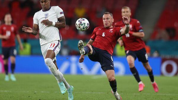 Матч по футболу между сборными Чехии и Англии в рамках Чемпионата Еропы 2020 - Sputnik Грузия