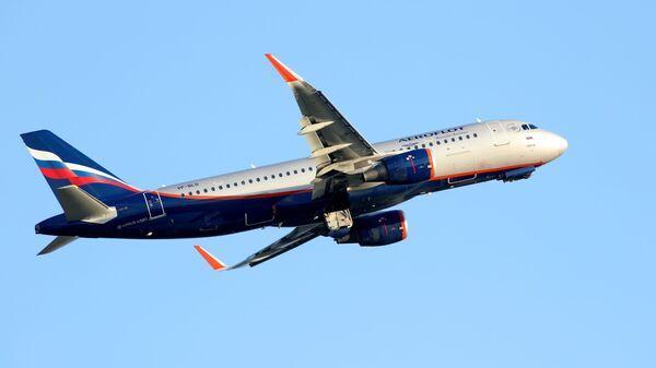 Самолет Airbus A320 авиакомпании Аэрофлот в Международном аэропорту Краснодара - Sputnik Грузия