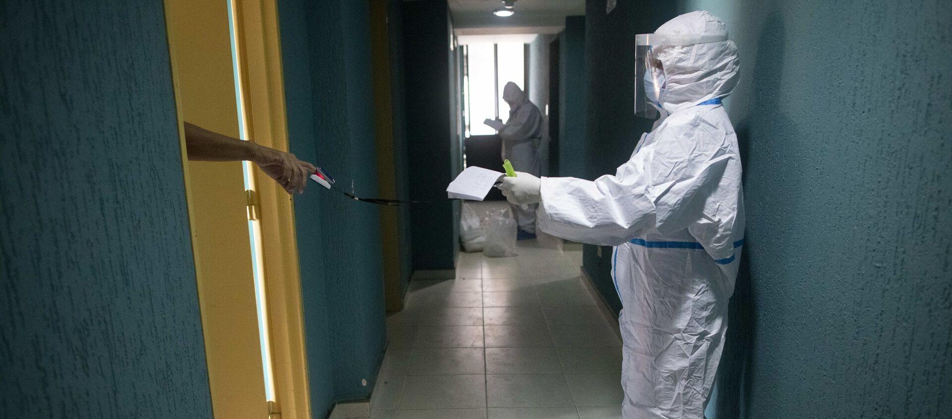 Эпидемия коронавируса - врачи в больнице проверяют зараженных COVID - Sputnik Грузия, 1920, 12.07.2021