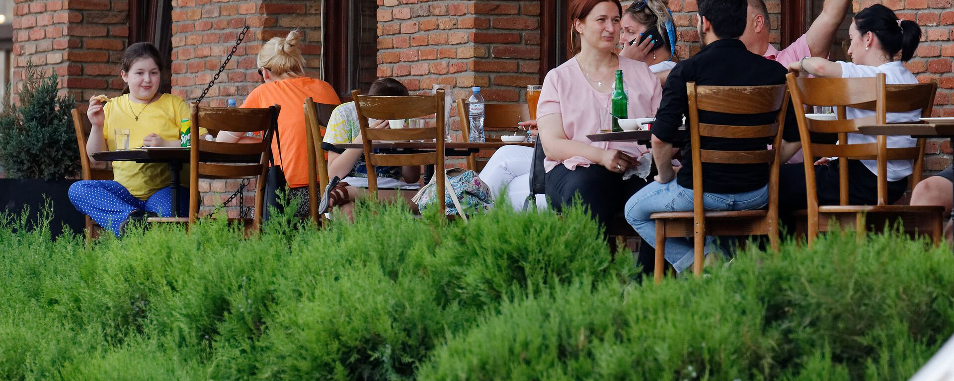 Эпидемия коронавируса - работа кафе баров и ресторанов в центре города - Sputnik Грузия, 1920, 23.09.2021