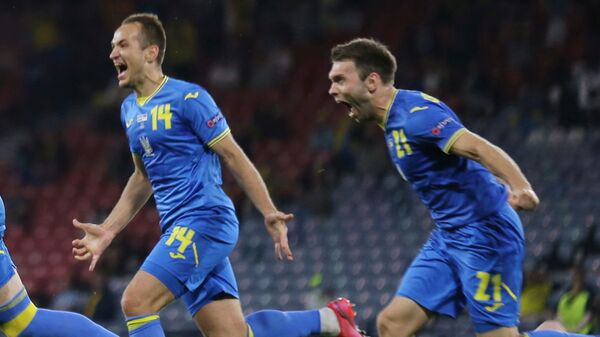 Футбол. ЕВРО 2020. Украина и Швеция. Артем Довбик празднует забитый гол - Sputnik Грузия
