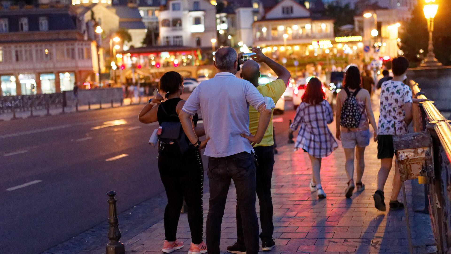 ტურისტები თბილისის ქუჩებში ღამით - Sputnik საქართველო, 1920, 22.09.2021