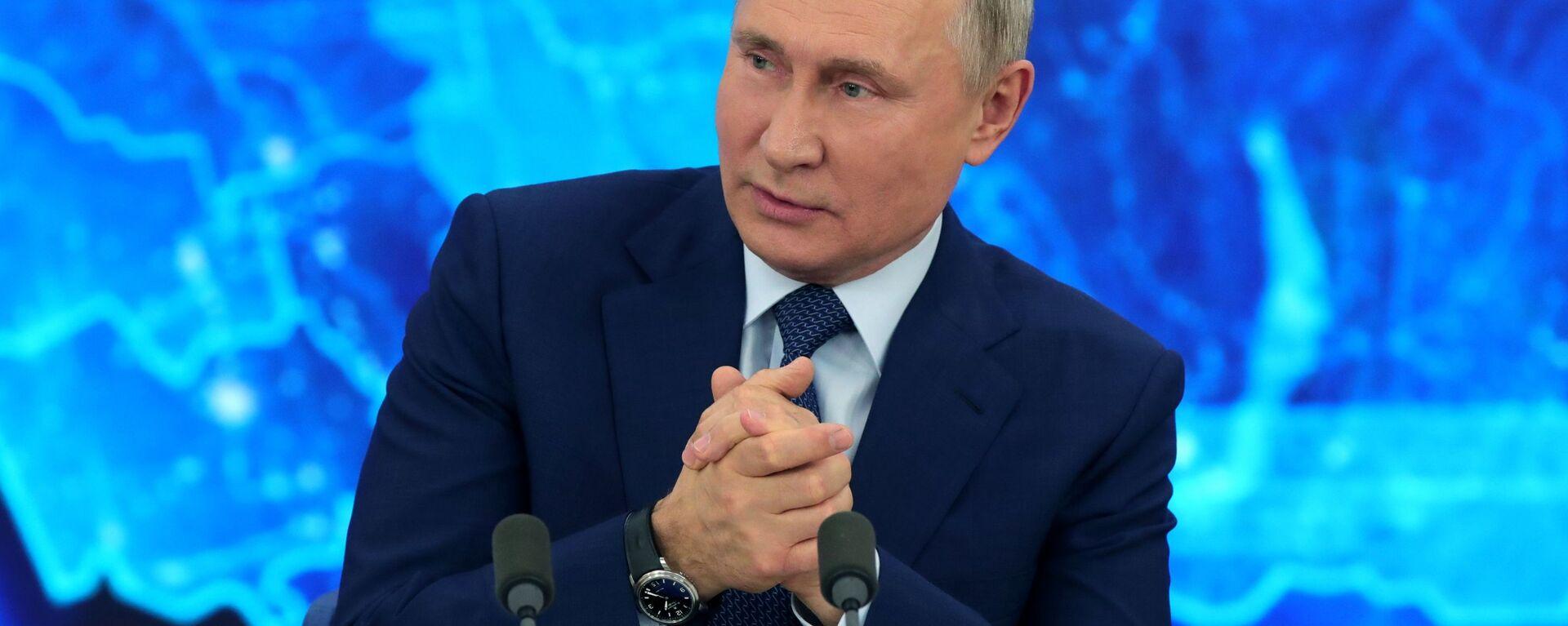Президент РФ Владимир Путин на большой ежегодной пресс-конференции в режиме видеоконференции (17 декабря 2020). Москва - Sputnik Грузия, 1920, 01.07.2021