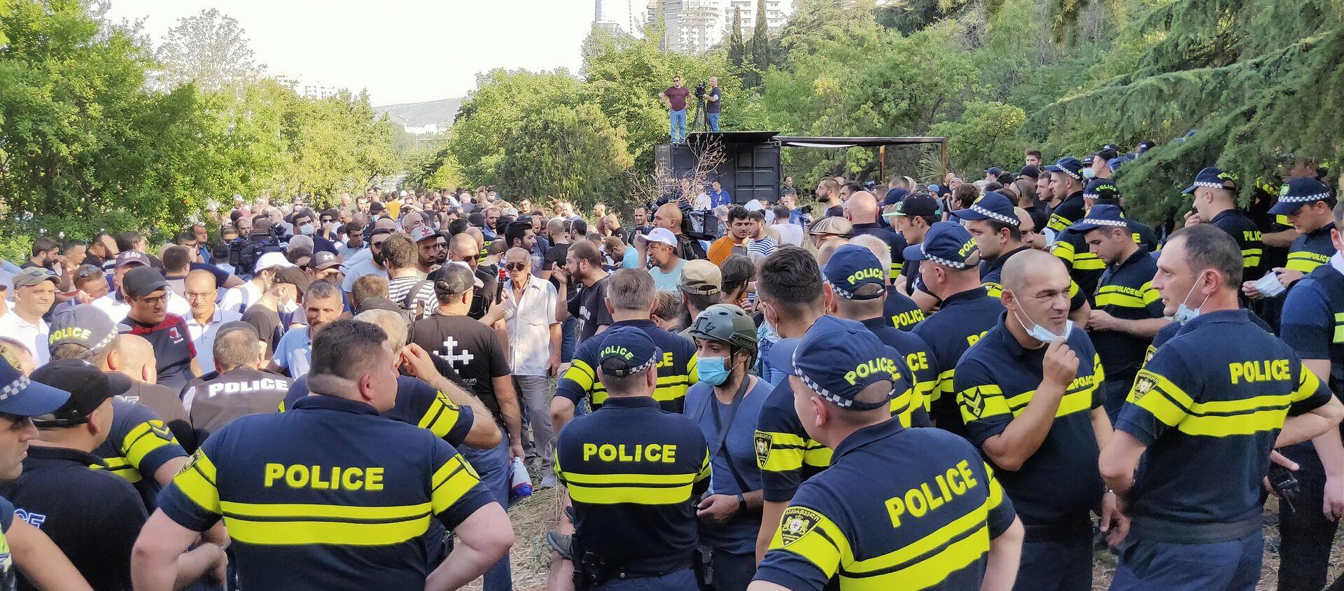 Акция протеста противников ЛГБТ в центре столицы Грузии 1июля 2021 года - Sputnik Грузия, 1920, 01.07.2021