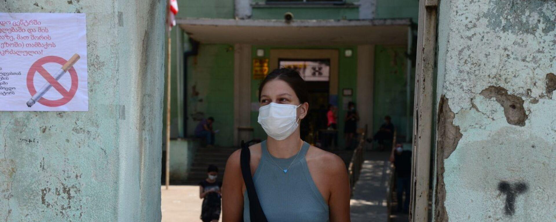 Эпидемия коронавируса - девушка в маске - Sputnik Грузия, 1920, 23.08.2021