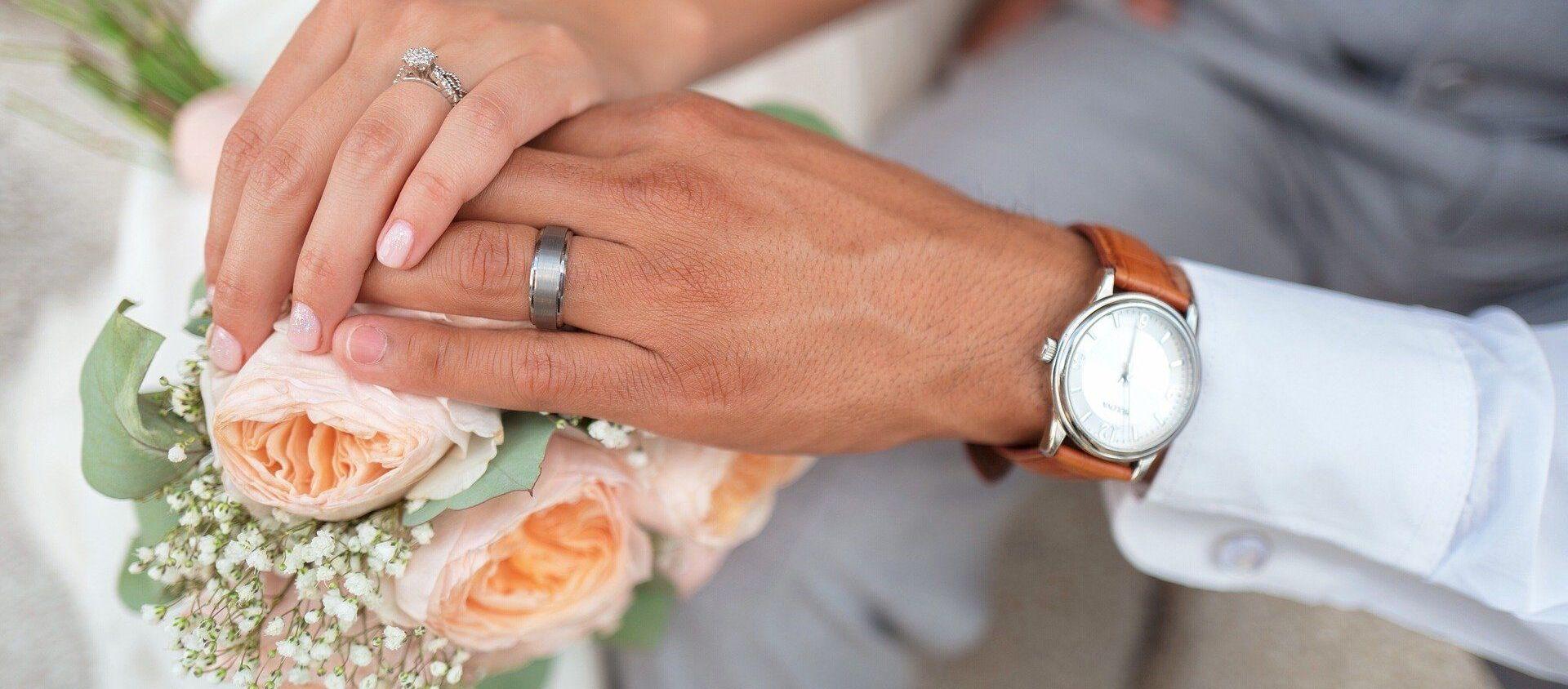 ახალდაქორწინებულთა ხელები - Sputnik საქართველო, 1920, 06.07.2021