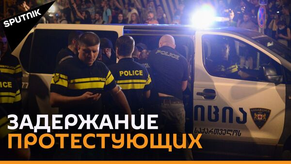 Крики и драки: проспект Руставели в Тбилиси охвачен протестами - видео - Sputnik Грузия