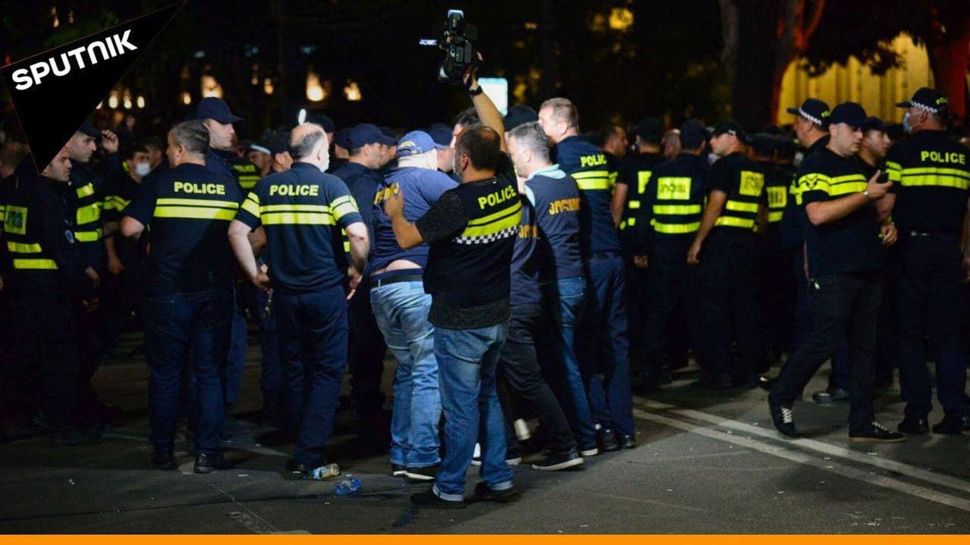 პოლიცია ორ ცეცხლს შუა თბილისში: აქცია და კონტრაქცია რუსთაველზე - Sputnik საქართველო, 1920, 24.08.2021