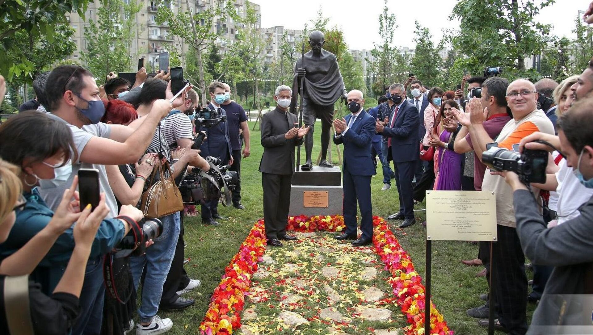 Открытие памятника Махатмы Ганди в Тбилиси - Sputnik Грузия, 1920, 04.08.2021