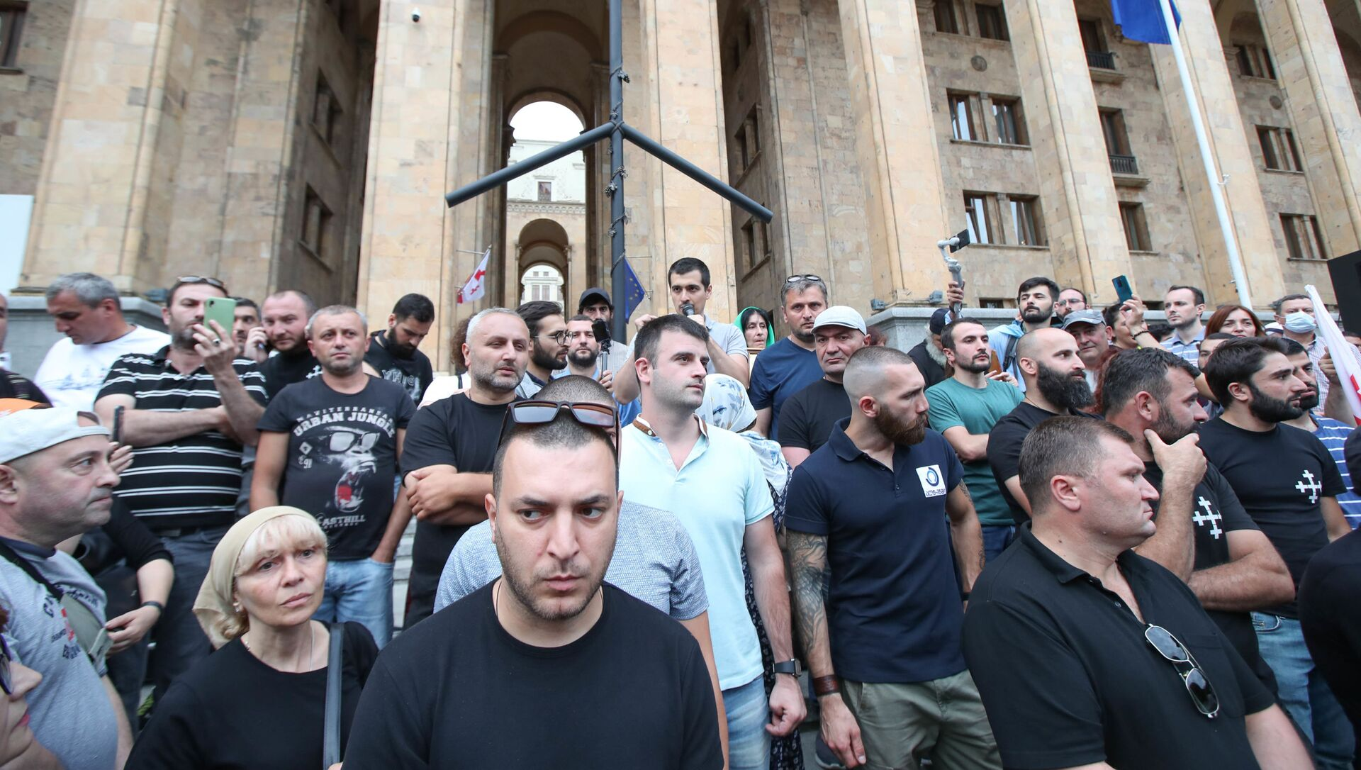 Активисты ортодоксы на акции у парламента против сторонников ЛГБТ  - Sputnik Грузия, 1920, 13.07.2021