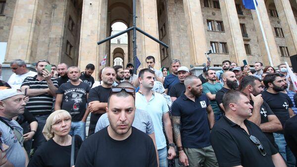 Активисты ортодоксы на акции у парламента против сторонников ЛГБТ  - Sputnik Грузия