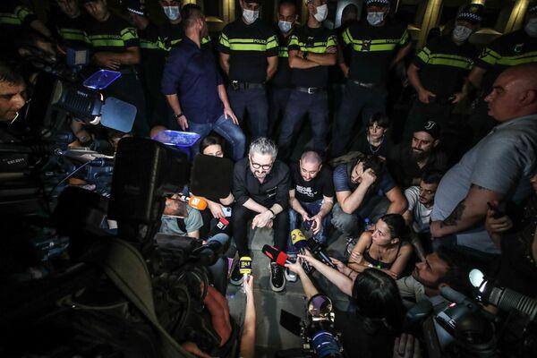 В случае, если Гарибашвили и его министры не уйдут в отставку, организаторы акции протеста пригрозили масштабной акцией в понедельник в 18:00, где сообщат общественности о своих планах действий  - Sputnik Грузия