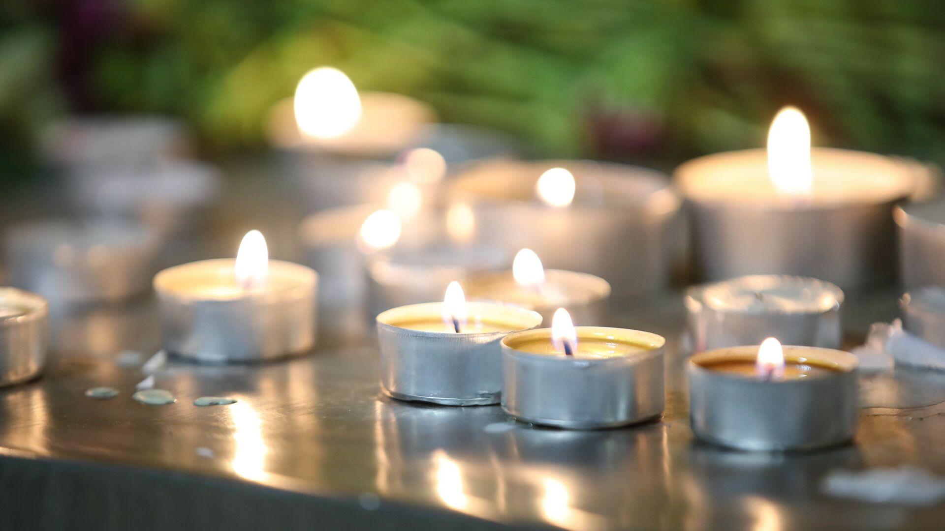 Горящие свечи на траурной акции памяти - Sputnik Грузия, 1920, 15.09.2021