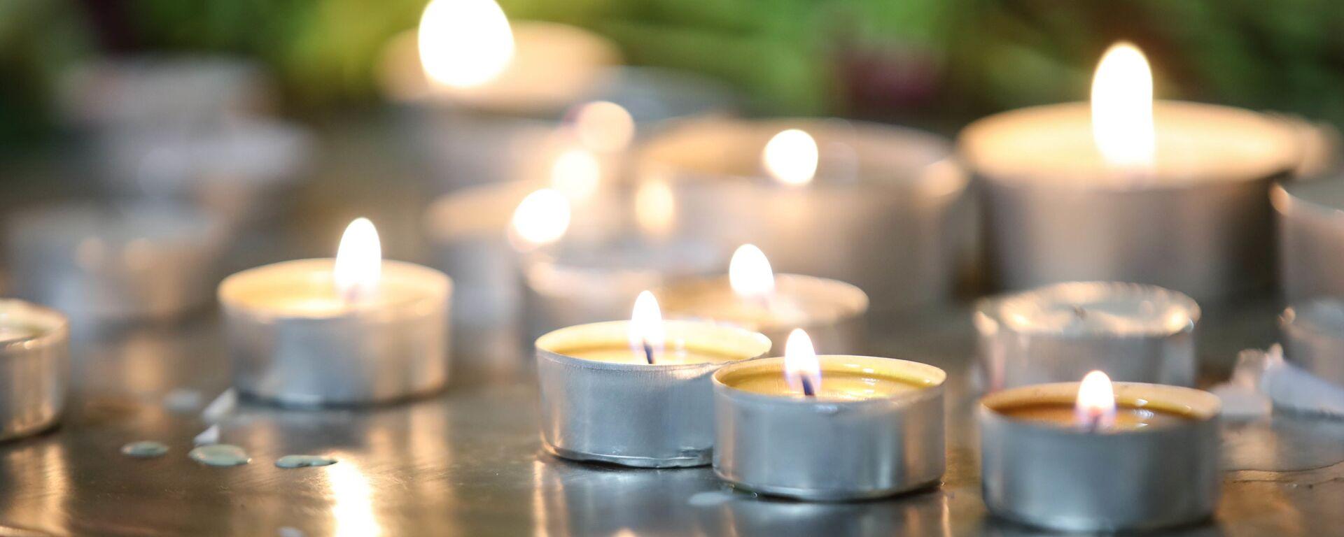 Горящие свечи на траурной акции памяти - Sputnik Грузия, 1920, 13.07.2021