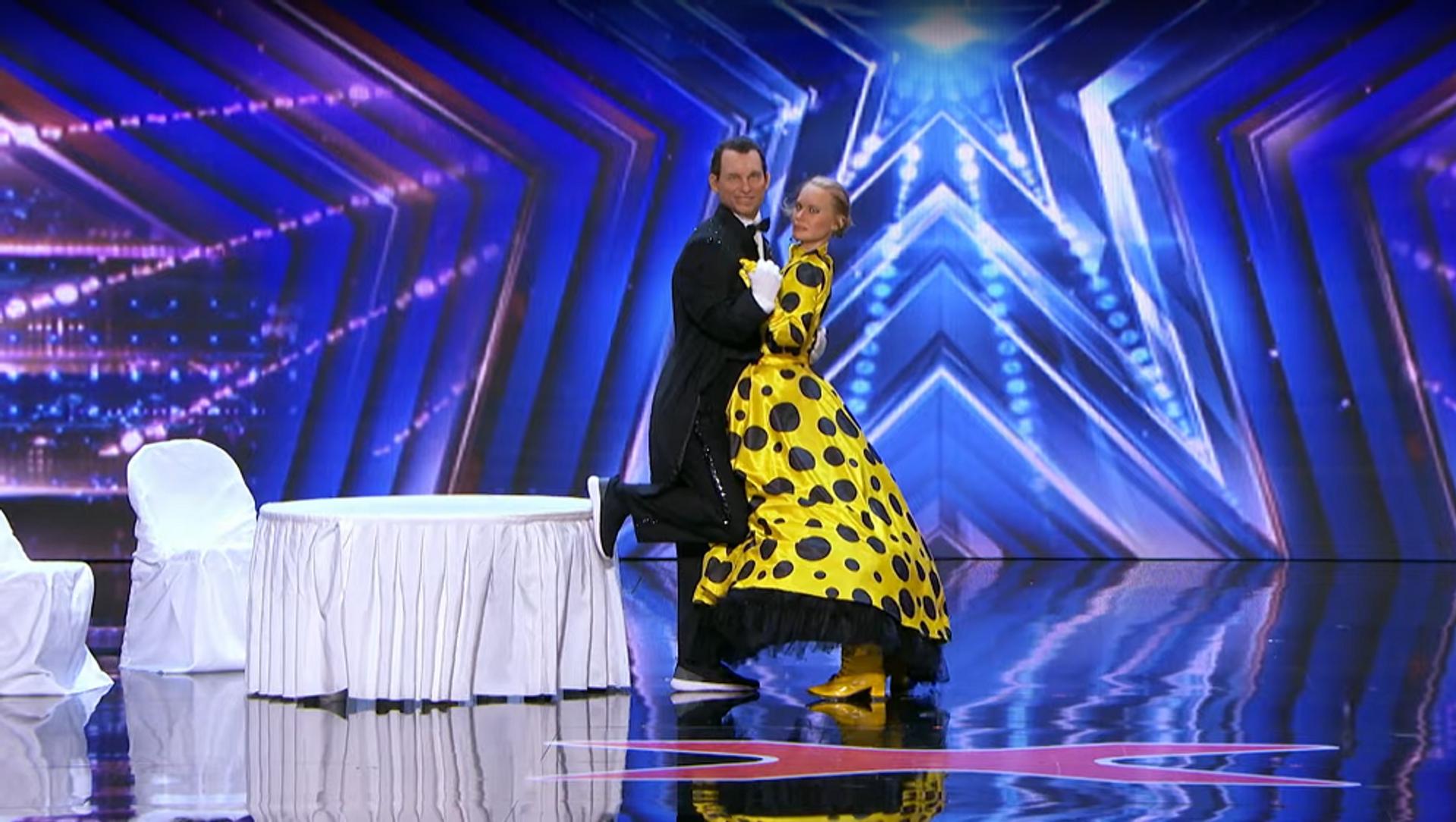 Россиянин шокировал американцев странным танцевальным номером на шоу талантов США – видео - Sputnik Грузия, 1920, 21.07.2021