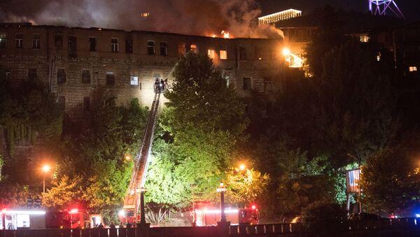 Крупный пожар в центре грузинской столицы на улице Лагидзе - Sputnik Грузия