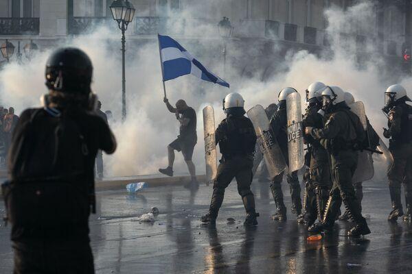 საბერძნეთის პოლიცია ანტივაქსერი მომიტინგეების დასაშლელად იყენებს ცრემლსადენ გაზს - Sputnik საქართველო