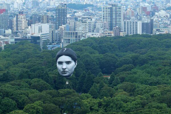 გასაბერი ბურთი ადამიანის გამოსახულებით ტოკიოს თავზე - Sputnik საქართველო