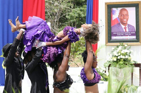 მოცეკვავეები ჰაიტის პრეზიდენტ ჟოვენელ მოიზას უკანასკნელ გზაზე აცილებენ - Sputnik საქართველო