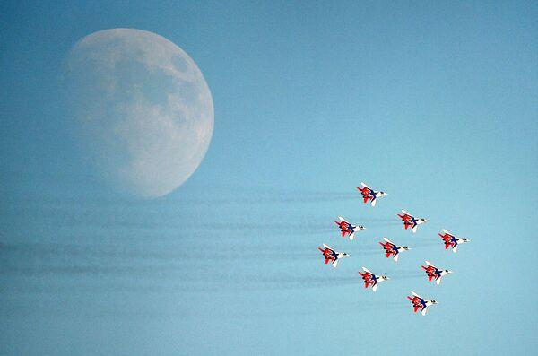 პილოტთა ჯგუფი თვითმფრინავებით МАКС-2021-ის ფარგლებში საფრენი პროგრამის შესრულებისას - Sputnik საქართველო