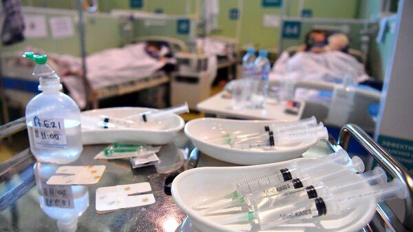 Лечение больных с COVID-19 в резервном госпитале - Sputnik Грузия