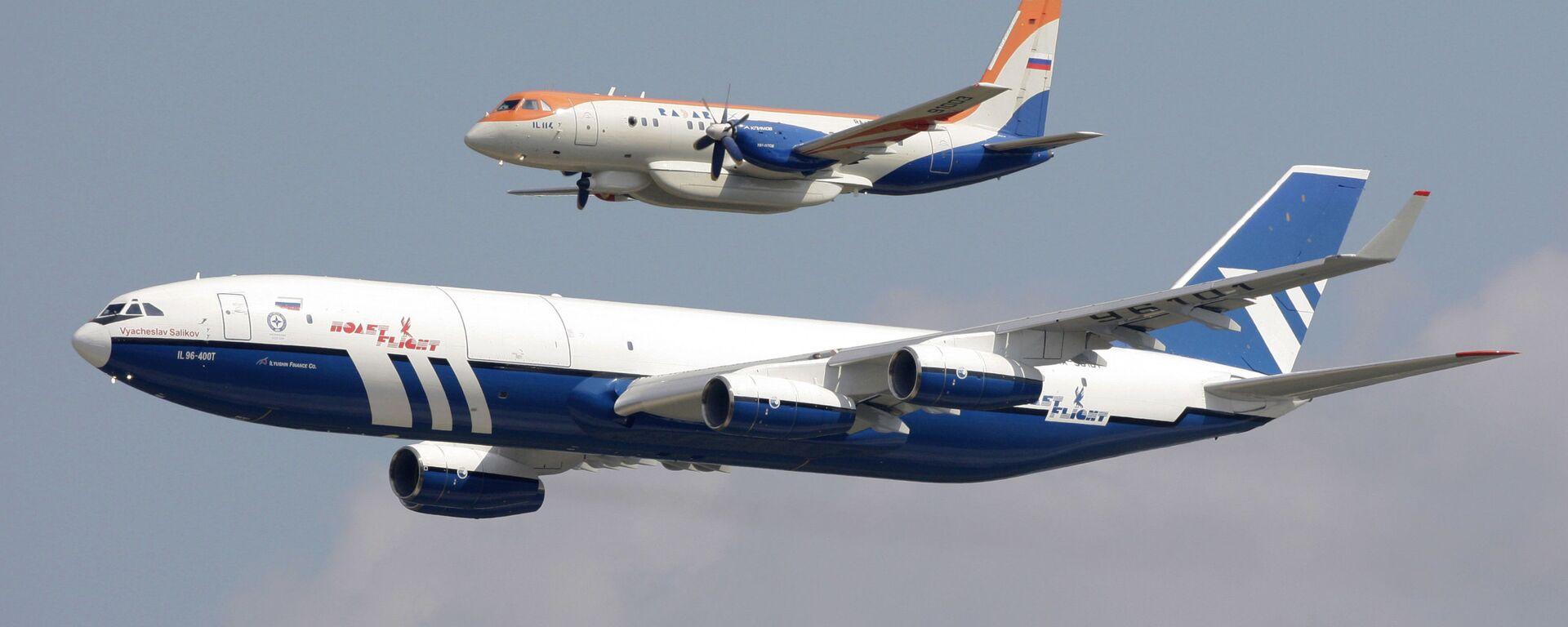 Самолеты: Ил-96-400Т (на первом плане) и Ил-114 - Sputnik Грузия, 1920, 28.07.2021