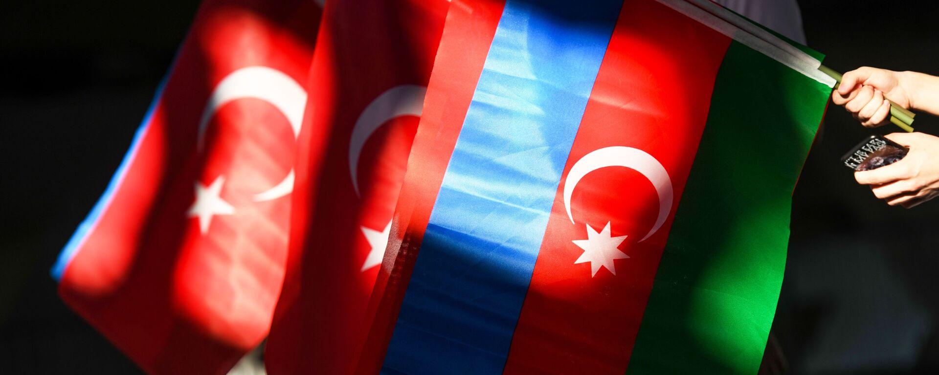 თურქეთისა და აზერბაიჯანის დროშები - Sputnik საქართველო, 1920, 28.07.2021