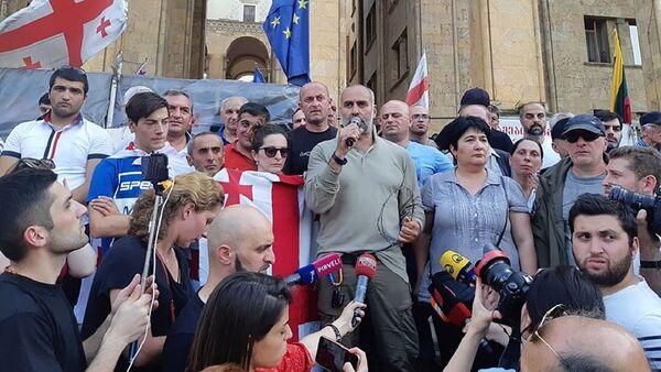Акция протеста в центре столицы Грузии у здания парламента - Sputnik Грузия